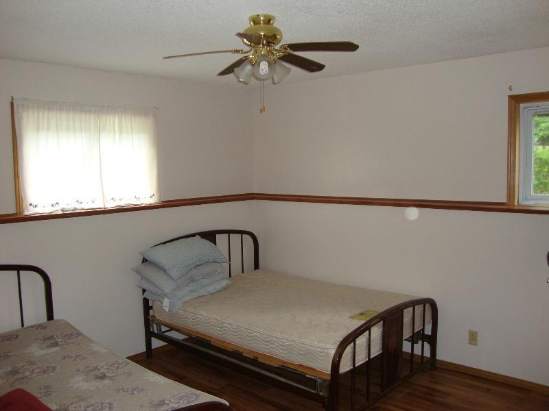 Bedroom 2 - 2 x doubles and TV