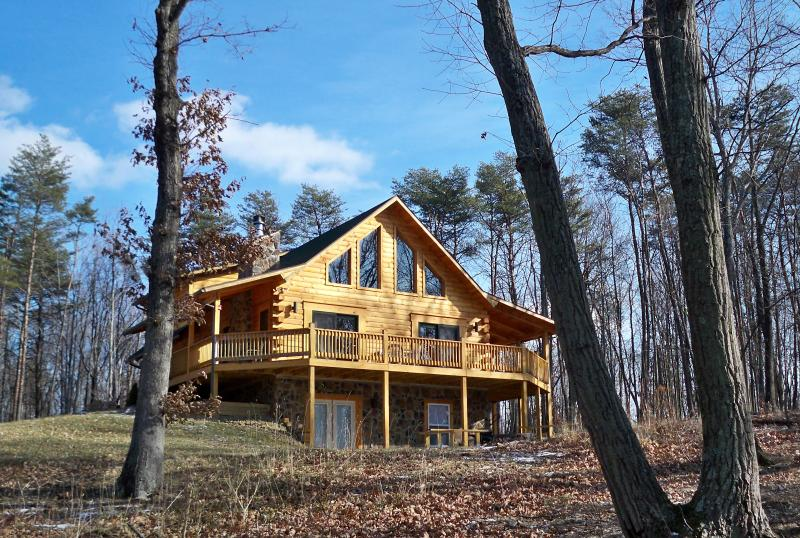 Exquisite True Log Cabin/Chalet Rental, vacation rental in Berkeley Springs