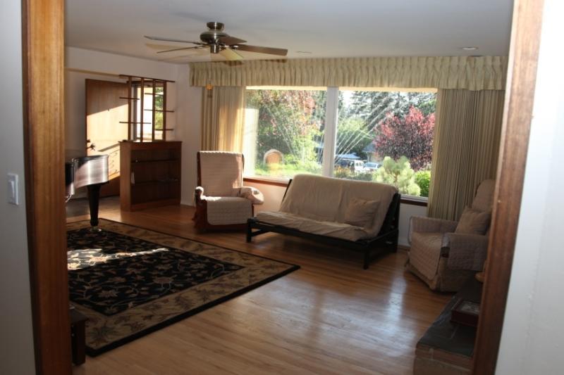 Beautiful 3 Bedroom Ranch House with Grand Piano, alquiler de vacaciones en Lynnwood