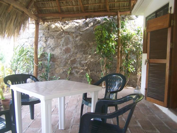 Terrasse privé Cabana.  Table & chaises et hamac et hamac chaise