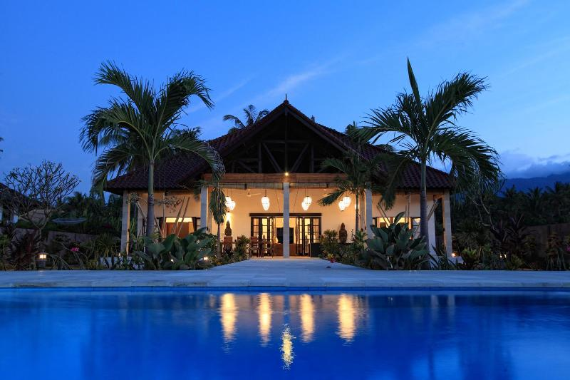 Luxurious BeachVilla Bima Sena, North Coast, Bali, holiday rental in Lovina Beach