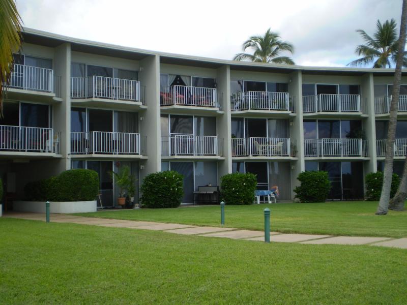 Building - lanai side courtyard