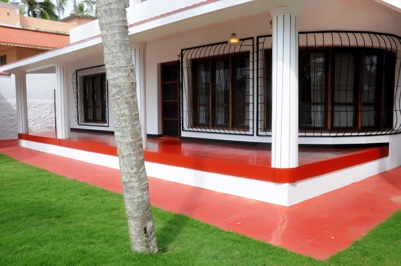 beautful lawns and verandah seaview close to the ayurveda  massage room