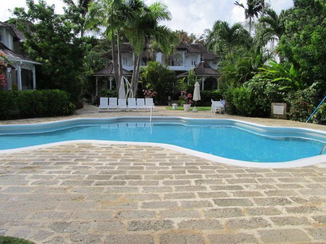 piscina comunitaria, agua salada
