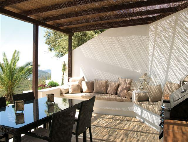Cozy well equipped house with private pool, outdoor lounge area + kitchen., holiday rental in Canillas de Aceituno