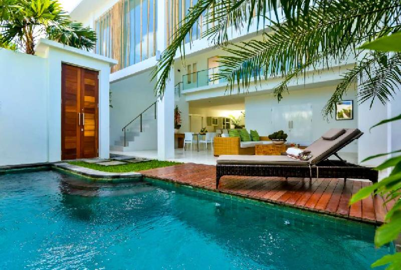 Central Seminyak Villa, 3 bedroom Modern Tropical Style with pool, holiday rental in Kuta District