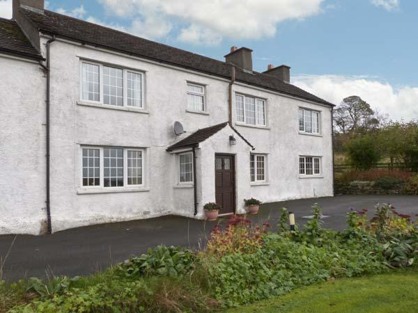 Hornsbarrow Farmhouse, 17th century cottage, open fire, off road parking, holiday rental in Holme