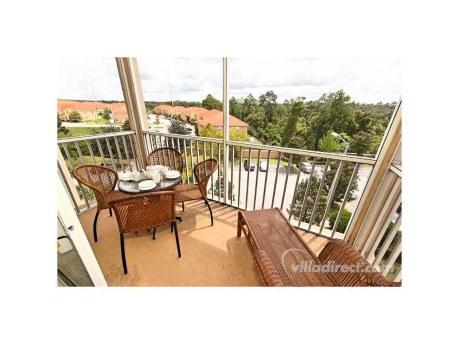Luxury Windsor Hills 2 Bedroom Condo with Balcony and just 2 miles to Disney, holiday rental in Four Corners