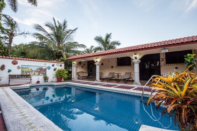 Island House—Private Walk-to-All Home, Pool, 4 Blocks to Ocean, vacation rental in Cozumel