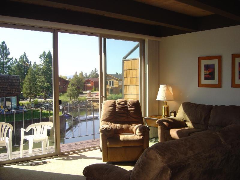 Livingroom overlooking beautiful lagooon