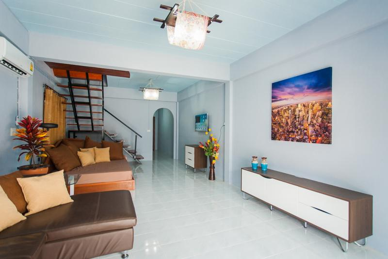 2 Bedroom House Shared Pool, holiday rental in Patong