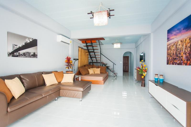 Self Catering 2 Bed Room House, Shared Pool, holiday rental in Patong