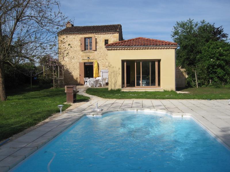 Les Tournesols private pools and garden