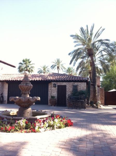 Villa près de la fontaine