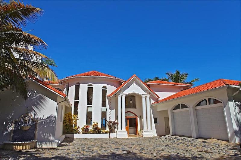 Luxury Beach house in Dominican Republic, vacation rental in Sosua
