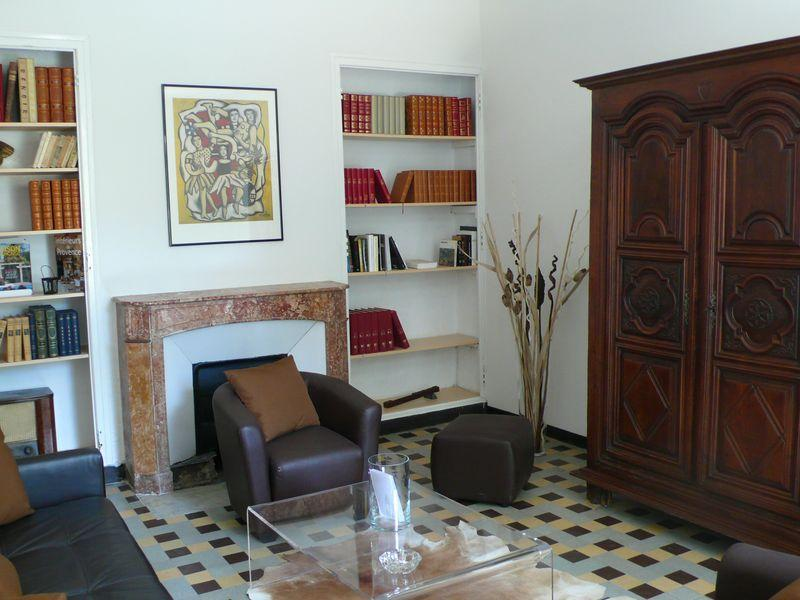 OTHER SIDE OF LOUNGE