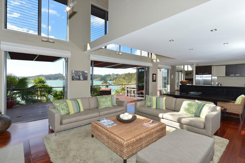 Wharekaha Absolute Waterfront, holiday rental in Rawhiti