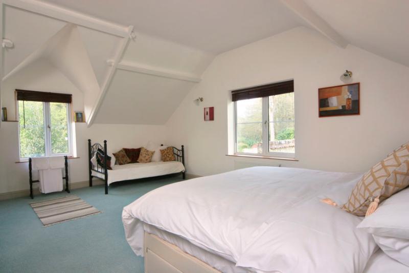 Cottage - Orchard bedroom