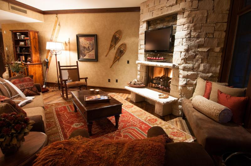 Comfortable Great Room with Fireplace and 42' Flat Panel TV