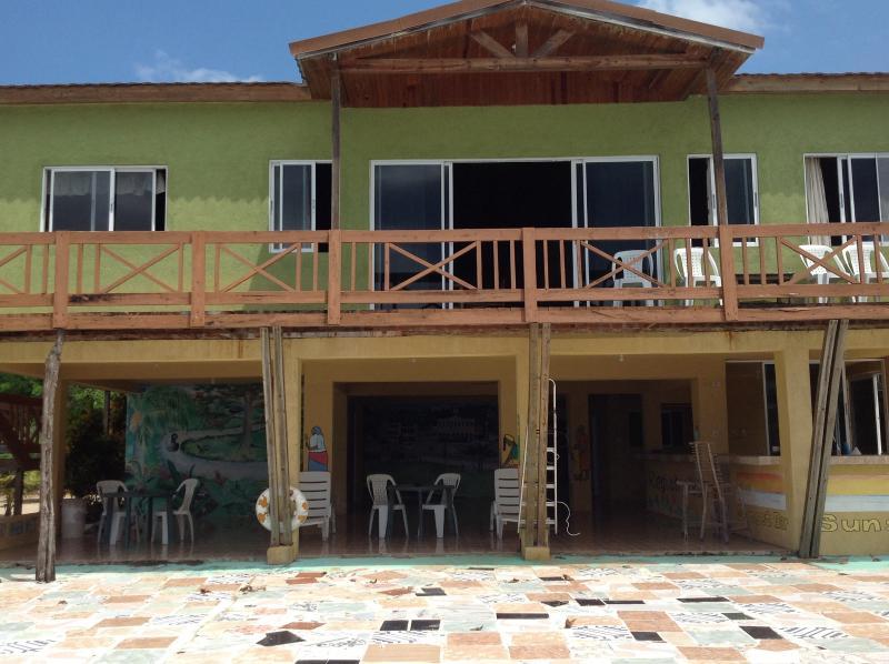 Oceanfront 4 Bedroom Villa, alquiler de vacaciones en Hanover Parish