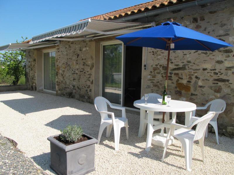 Converted Stone Barn, holiday rental in Rouzede