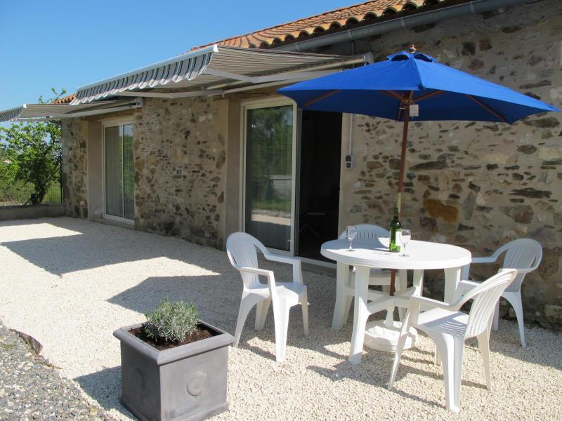 Converted Stone Barn, location de vacances à Yvrac-et-Malleyrand