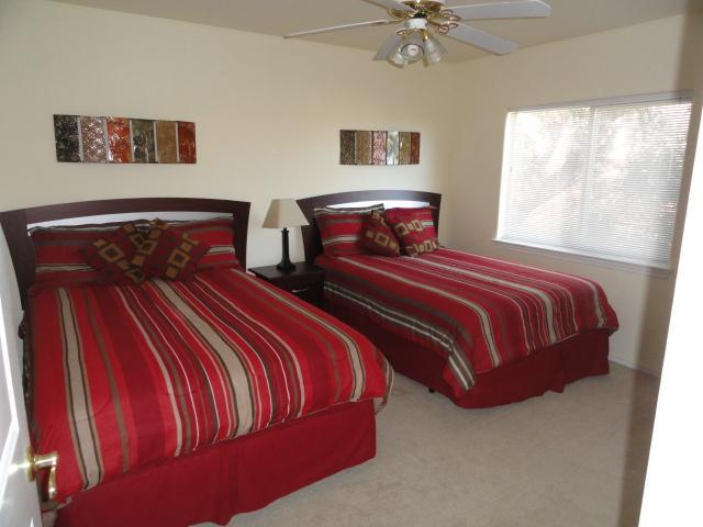 3rd bedroom with 2 Full size beds on 2nd floor