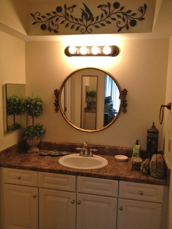 Een badkamer aangesloten op de Master slaapkamer heeft ook een aparte douche ruimte