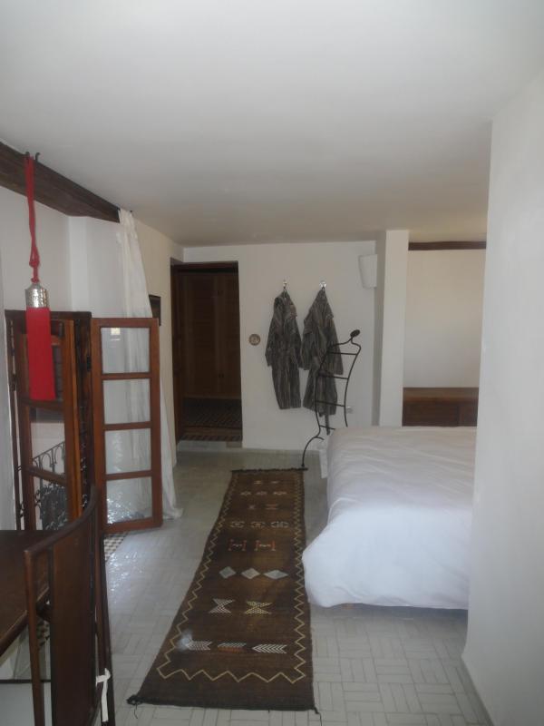 Marroon room