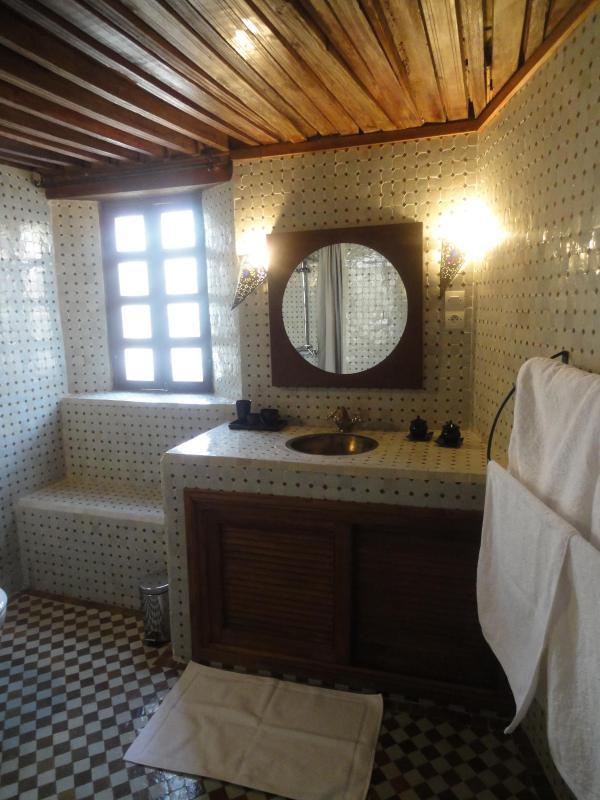 Marroon Bedroom bathroom Zellige