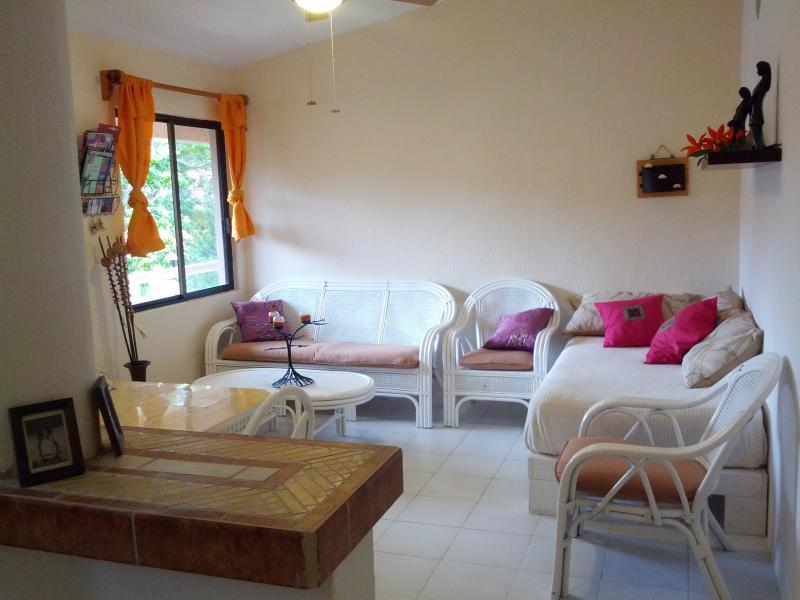 Nice Appartement in Puerto Aventuras Resort, vacation rental in Xpu-Ha