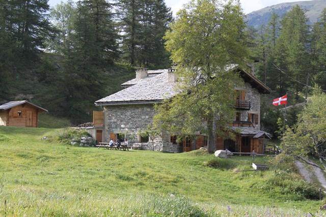Summer Mountain Gite 1670m at start of trails, holiday rental in Bramans