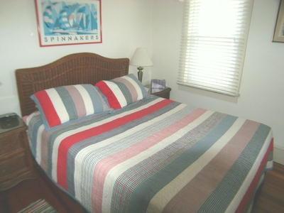 Bedroom %352