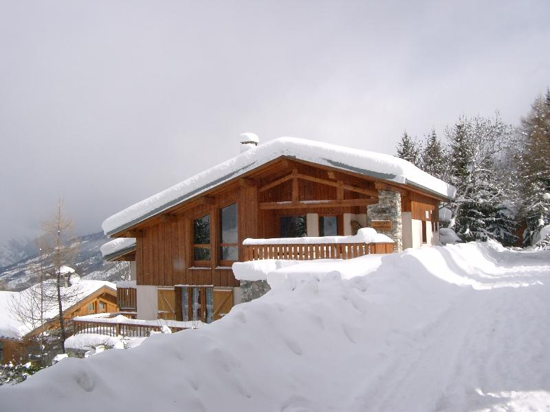 Chalet Mathilde - catered chalet, ensuite, 30m to the piste
