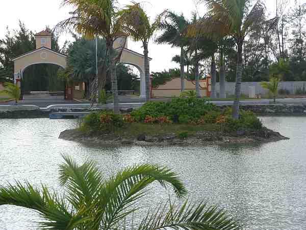 El lago mostrando Turtle Island
