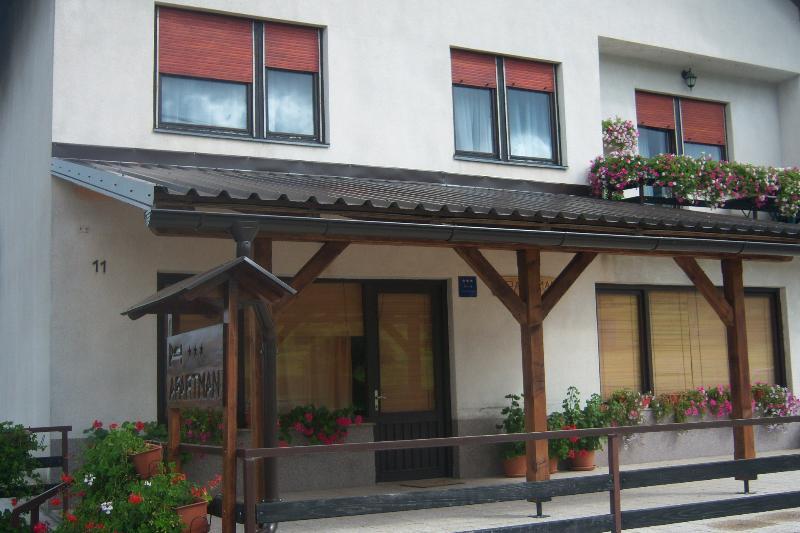 Dobrodošli u prelijepi dio Gorskog kotara, holiday rental in Presika