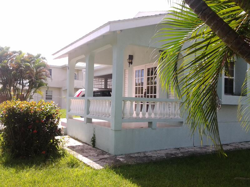 Spacious, Well Maintained Executive Rental, holiday rental in Oistins