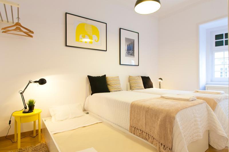 Chambre #4: 2 lits simples et un lit simple plus sous chaque lit (sommeil 2 + 2)