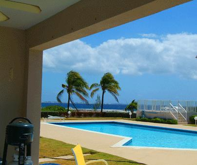 First Floor Oceanfront Condo in Top Location!, holiday rental in West Bay