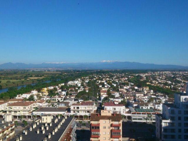 APARTAMENTO A 1º LINEA DE MAR, vacation rental in Empuriabrava