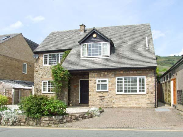 LOWER LANE HOUSE, patio with furniture, open fire, two sitting rooms, Ref 904192, location de vacances à New Mills