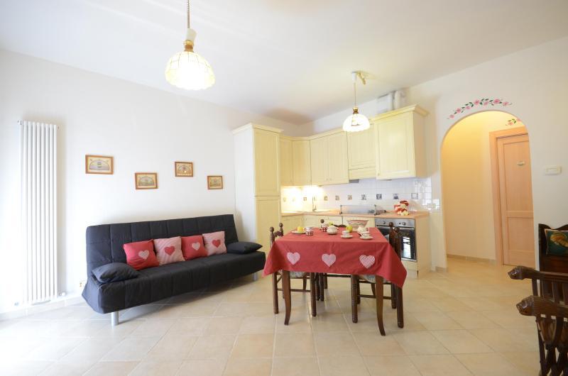 Casa Umbra appartamento centro paese Parco M Cucco, vacation rental in Fossato di Vico