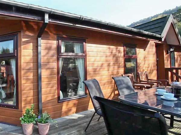 WANSFELL VIEW, single-storey detached lodge on a holiday park, en-suite, holiday rental in Troutbeck