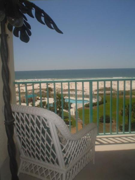 Beautiful Balcony View. Take a siesta!
