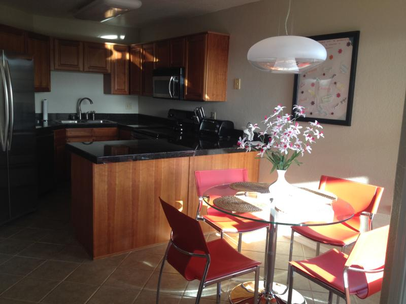 Nicely Designed 2 Bedroom, 2 Bath Condo at Canyon View, alquiler vacacional en Tucson