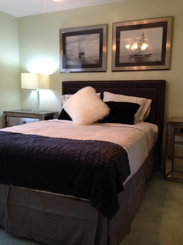 4th bedroom queen by family room