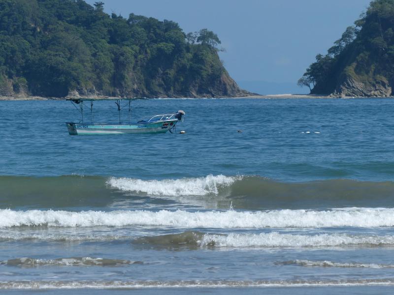 Pacific Ocean/Playa Samara, you can kayak to this island!