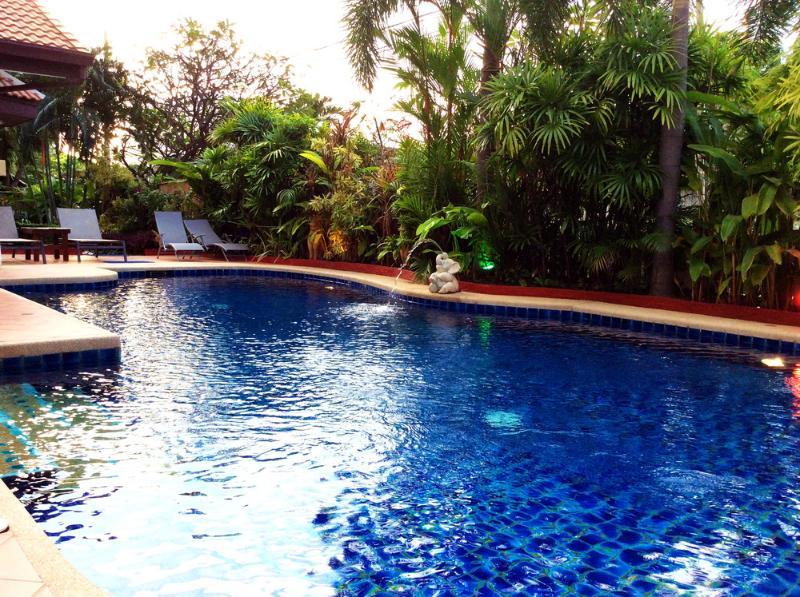 Privat villa med privat pool 300 meter eller gå 5 minuters promenad till stranden. Vi kommer att ge