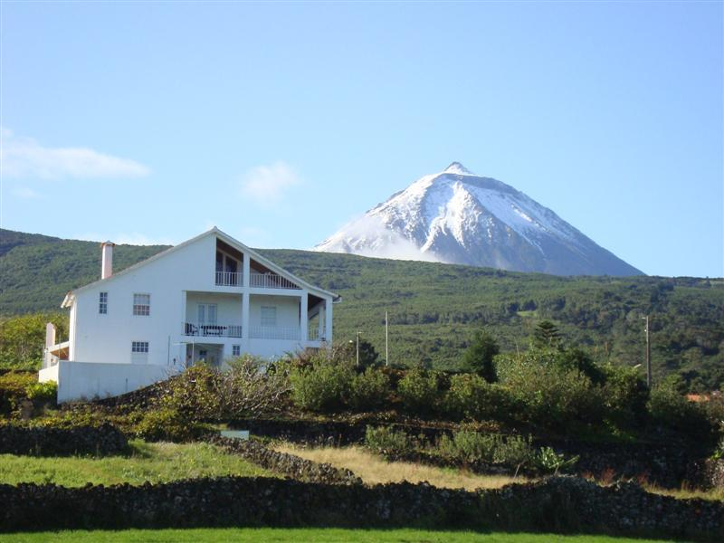 ' CASA DO CANTO' House and Pico montain