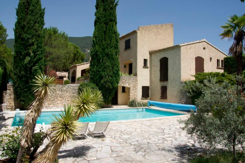 Villa in Drôme provencale (Nyons) 2-6p. with private heated pool, WIFI, vacation rental in Venterol